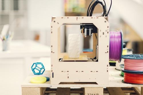 Lernen Sie CAD (Computer gestütztes Design) kennen. Gestalten und drucken Sie einen 3D Gegenstand.